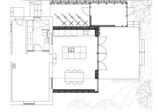 sort tilbygning til rødt hus